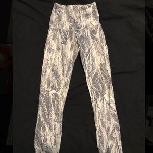 P'tula Grey and White Snake Skin Leggings